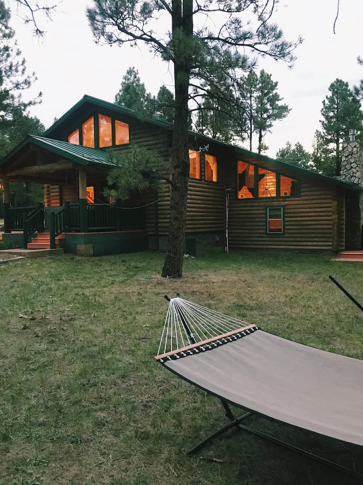 The Lincoln Log Lodge / Spacious & comfy log cabin