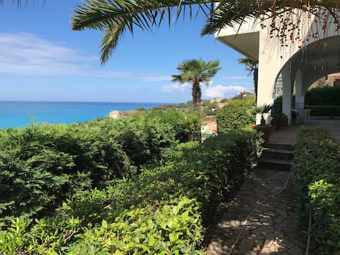 Apartment in villa with sea view