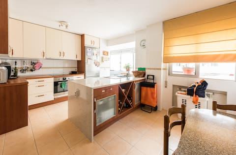 Habitación 💚baño, wifi,  cocina área de trabajo.
