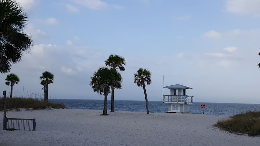 2 furnished rooms available :) - New Port Richey - Huis