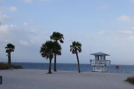 2 furnished rooms available :) - New Port Richey - Haus