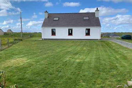 18 Cross Skigersta Rd, Ness. 3 bedrooms. Sleeps  8
