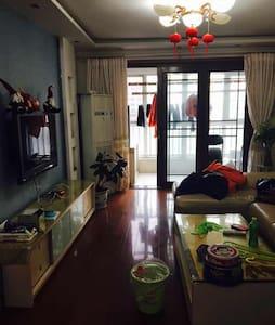 舒适二居,距离地铁10分钟 附近购物中心、台湾街等,等你来high - 北京 - 公寓