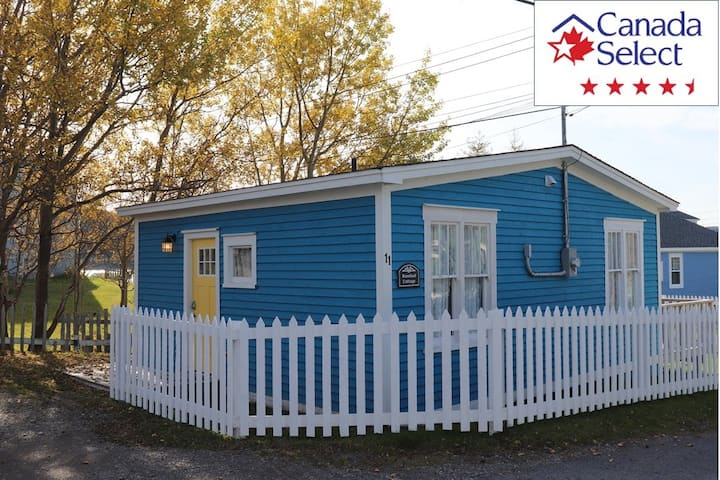 Rosebud Cottage in historic Trinity -open all year
