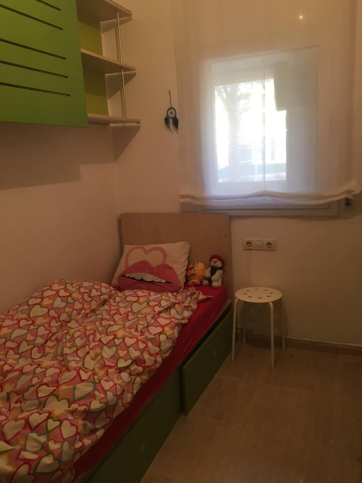 Amplia y Amueblaba Habitación Sabadell sólo chicas