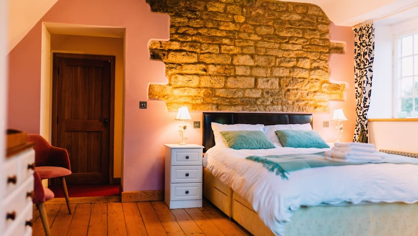 'Happiness' room nr Cotswolds Distillery