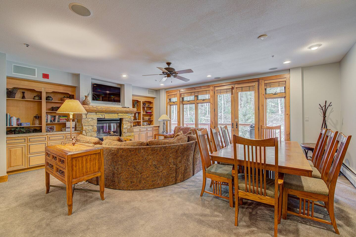 Large Living Room/Dining Room with Flat Screen & Fireplace. Plenty of room for families and large groups. Walk out on to the balcony to see beautiful views of the mountains and slopes.