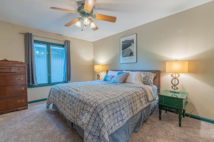 Bedroom 3 (King bed)