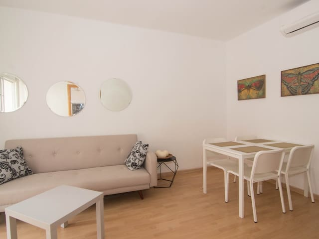 MIKES PLACE comfortable apt with A/C and WiFi - Sitges - Apartment