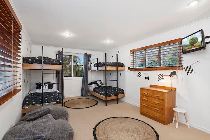 4 x Single beds