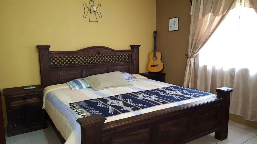 Comfortable double room - San Lucas Sacatepéquez - House