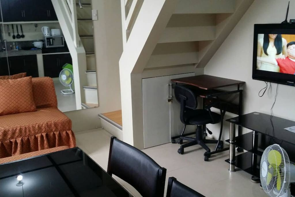 Condo w kamuning mrt direct access apartments for rent for Cocktail tables for rent quezon city