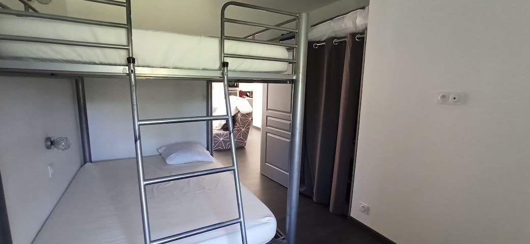 Chambre 2 avec 2 lits 140 superposés