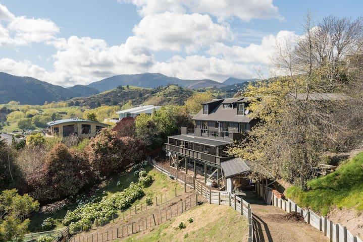 Romantic Studio with Stunning Tasman Bay View