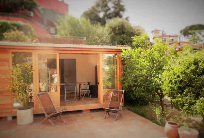 Stylish wooden cabin with large private patio - Sant Cugat del Vallès