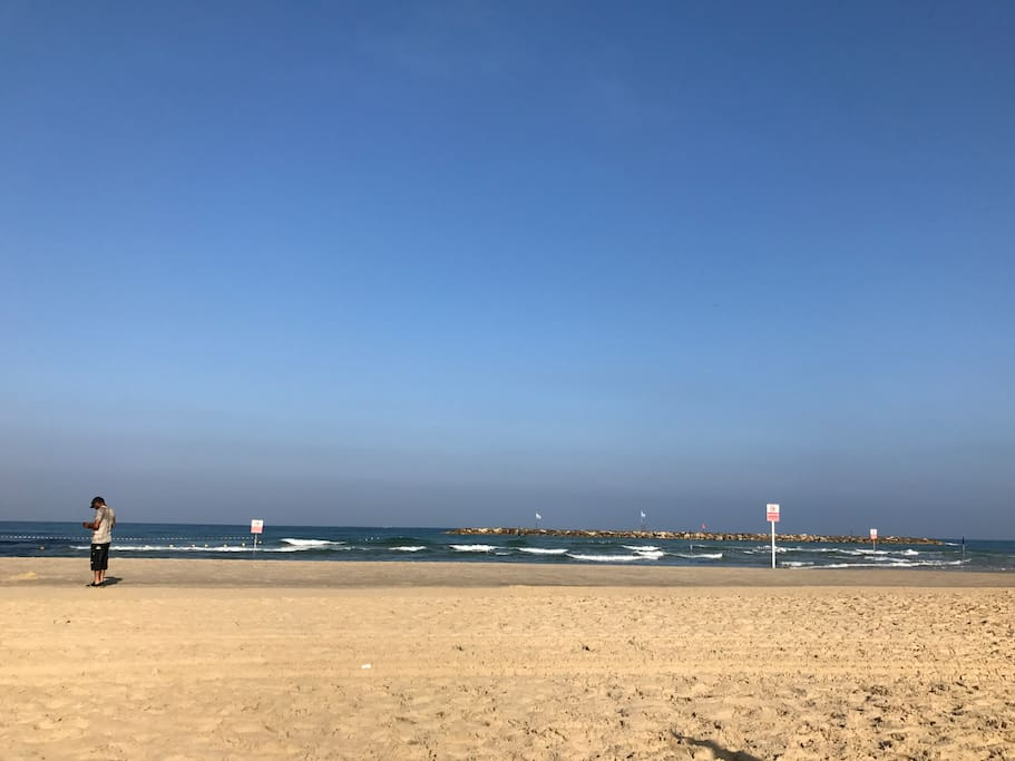 The nearest beach is Geula - Hof Yerushalaim - 7 min. walk from the apartment
