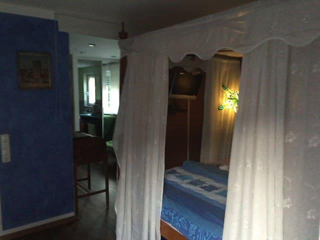Ruhiges schönes Zimmer mit Bad - Múnich - Bed & Breakfast