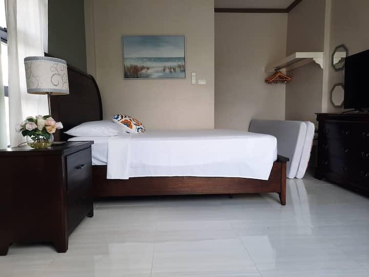 Private Room (2-4 pax)  in La Union w/ pool.