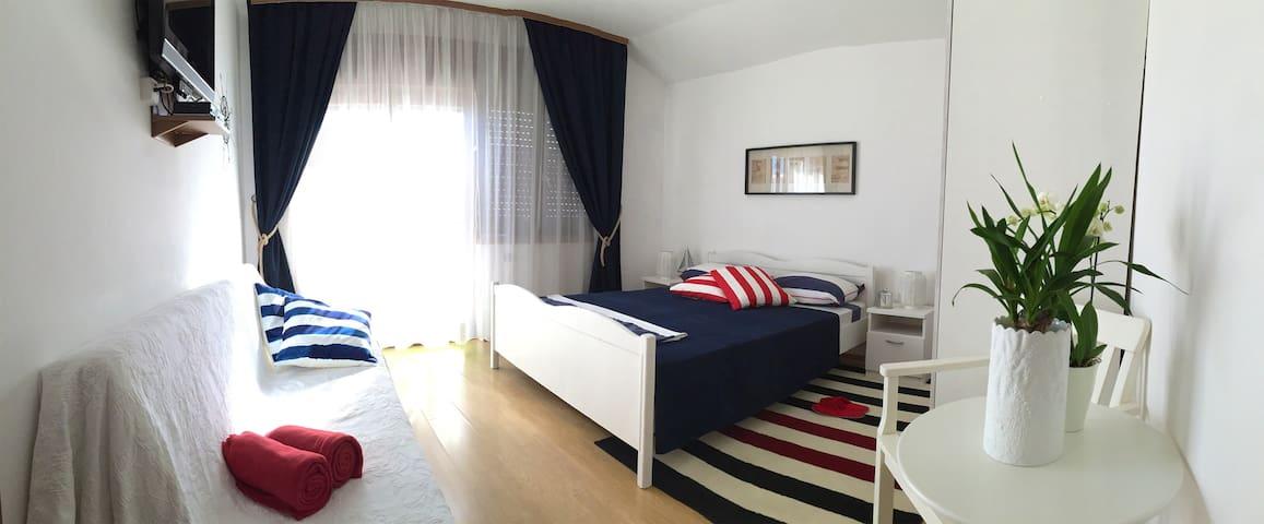 "Eco Friendly Studio ""Green"", Winemaker's Estate - Primošten - Departamento"