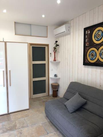 Studio indépendant dans villa pour nuitée