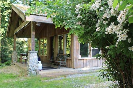 Riverside Cottage at Arrowvale - Port Alberni - Kisház