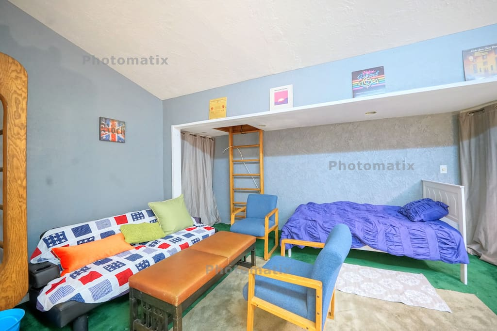 It is a young and trendy space where you can have fun with your friends and family. Sofa can trance form to bed and Cozy single bed. There is also a TV available for enjoying exciting sports events!!!