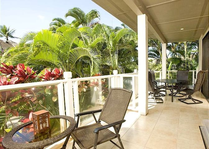 Grand Champions 49, 2 Bedrooms, Spacious Lanai, Remodeled, Pool, Sleeps 4