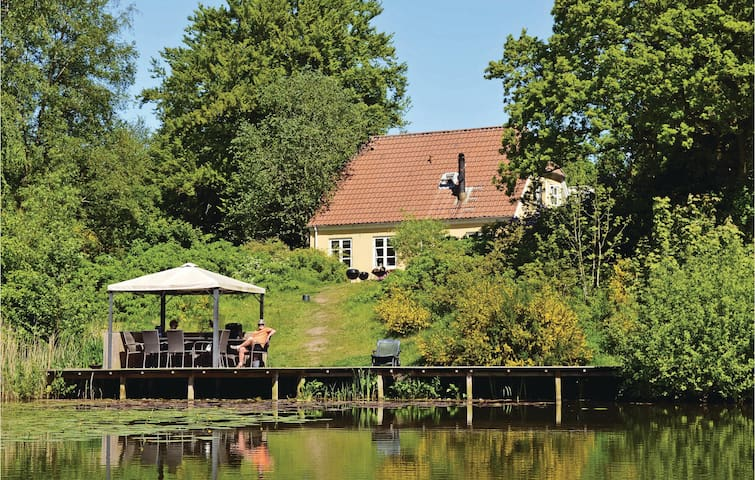 Holiday cottage with 5 bedrooms on 163m² in Gredstedbro