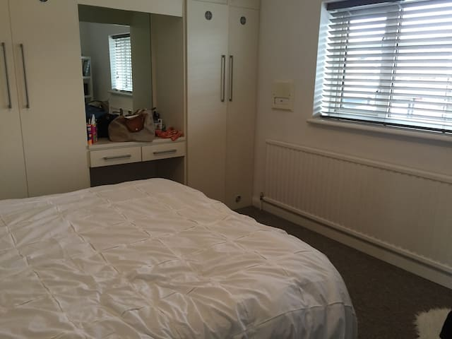 Clean, bright, comfortable room - Beaconsfield - Pis