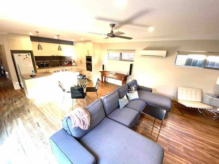 Victor Harbor Nest - Entire Place - 2 Bed 2 Bath