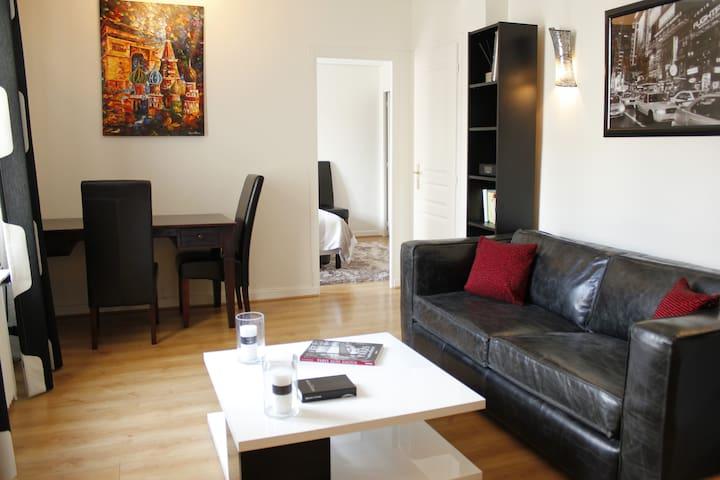 Entire place - 50m2 apartment at Champs Elysées