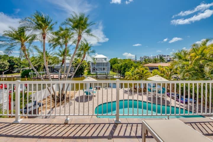Walk to the Beach, Boat Acces with Community Pool: Bahia Via #3 Upstairs