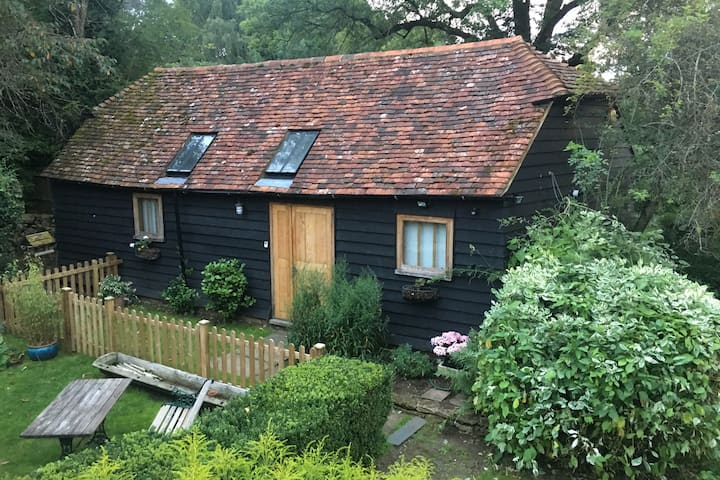 17th Century Self-contained Barn Near Godalming