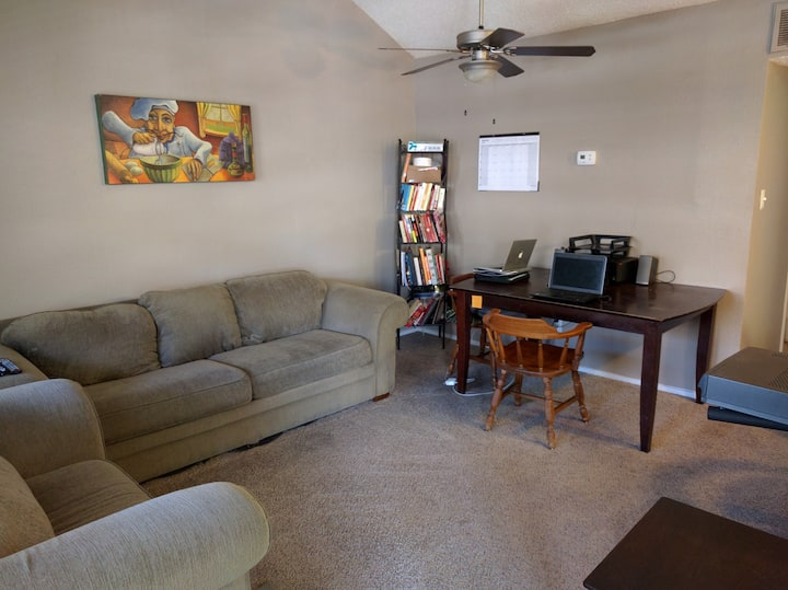 SXSW 2BDR AVAILABLE 4 MILES FROM DT