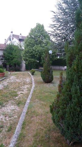 casa comodamente abitabile con ampio giardino