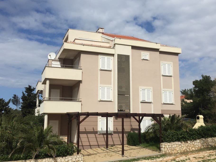 Building with apartments on position close to the sea.