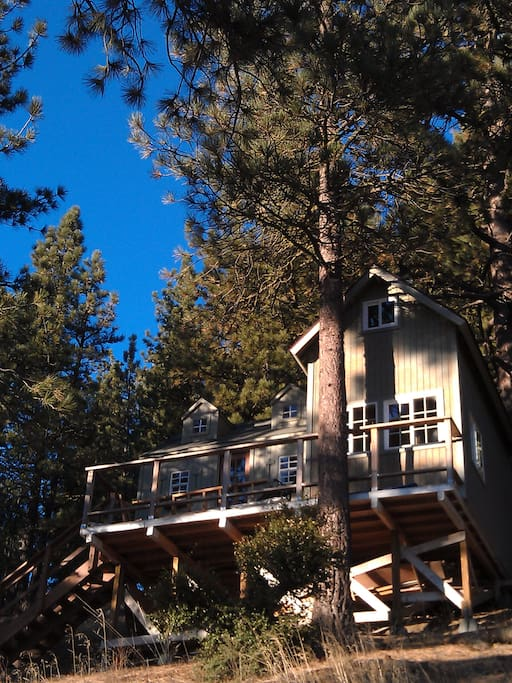 The Dollhouse--a tiny home at almost 7,000' at the southern tip of the Sierra Nevada