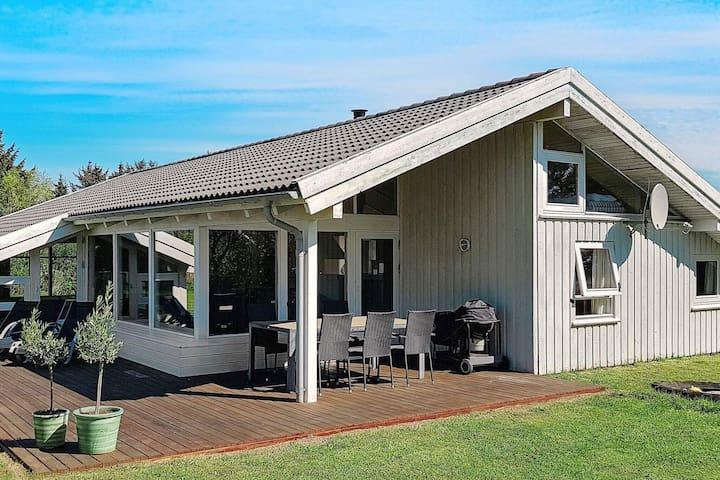 Belle maison de vacances à Lønstrup avec piscine