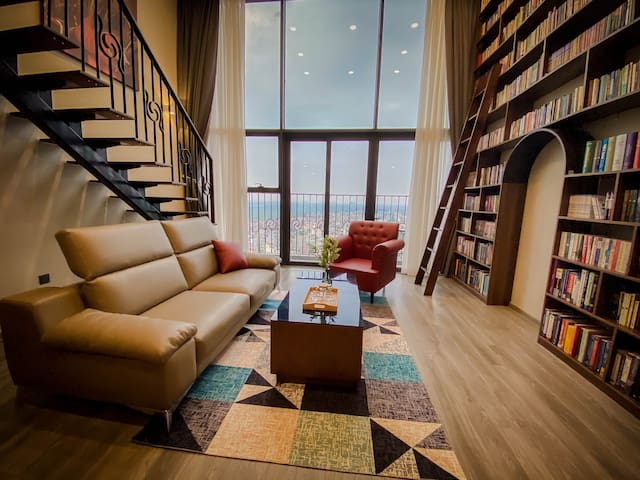 West Lake Duplex/ Entire Hanoi View/Library Design