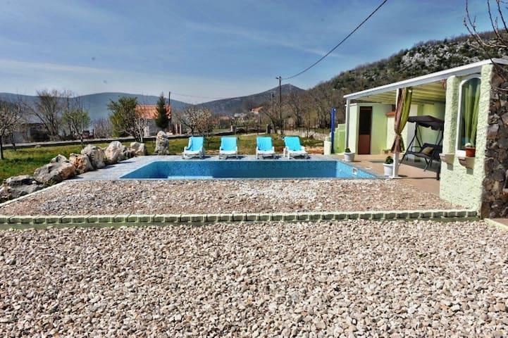 Dalmatian villa Iva - Dicmo - Vila