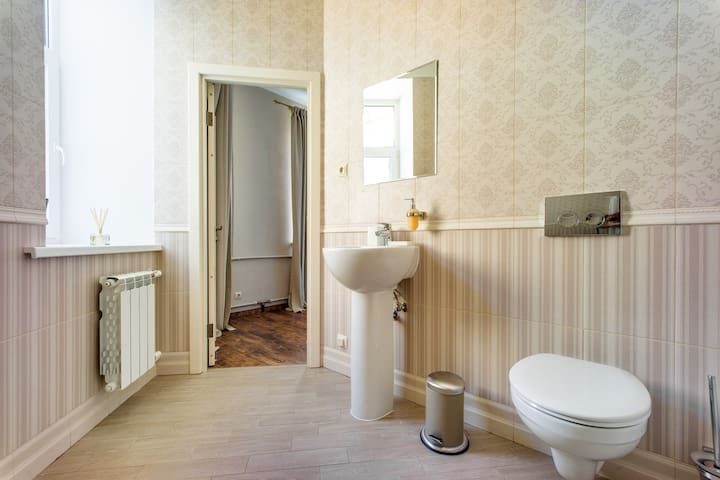 Bathroom (sleeping room №1) / ванная комната (при спальне №1)