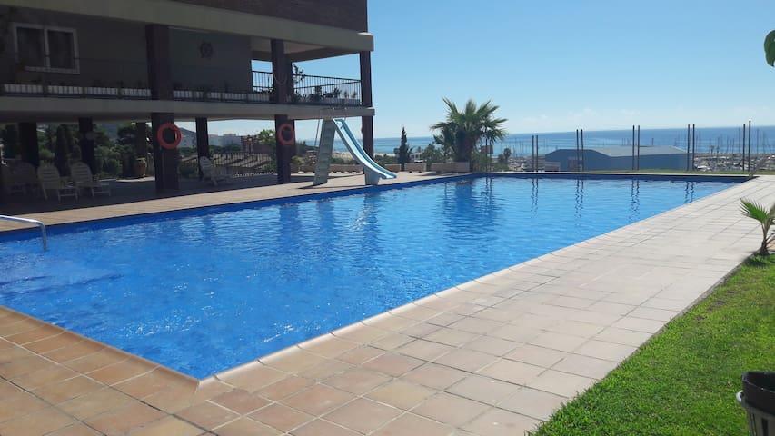 Tranquilidad junto al mar con piscina