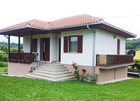 Vesela seoska kućica sa 3 spavaće sobe