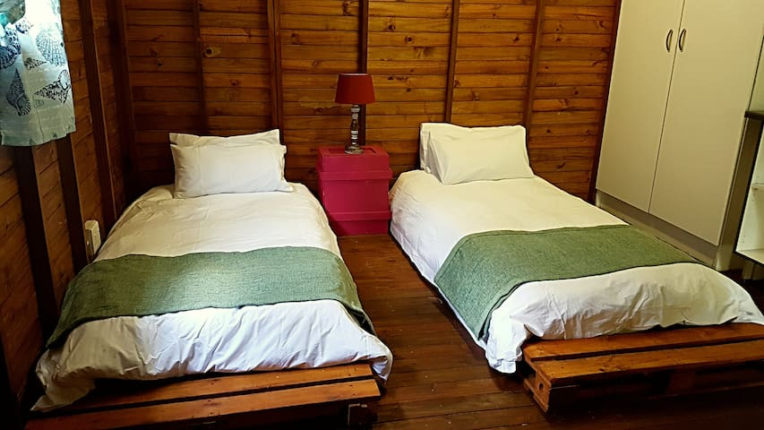 Cozy Eco-friendly Wendy house. - Johannesburg - Chalet