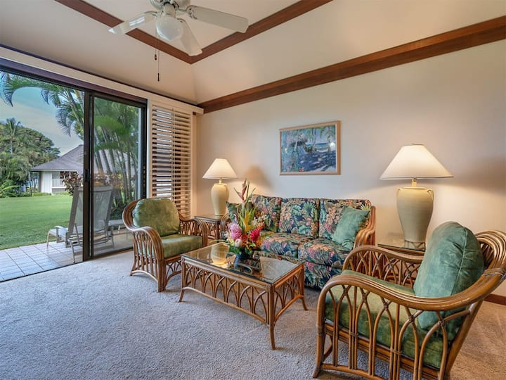Poipu Style+Ease w/Kitchen, Lanai, WiFi, Flat Screens, DVD, CD+Ceiling Fans–Kiahuna 2088