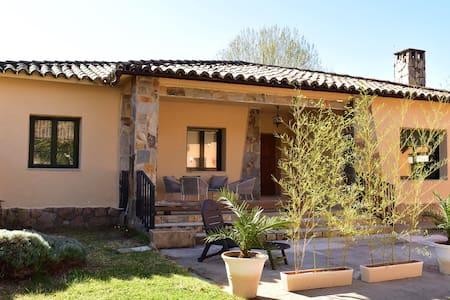 Alojamiento y Apartamento Rural Maille