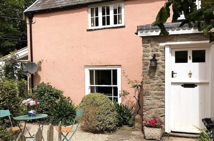 Grove Farm Cottage- 17th c. Cottage near Sherborne