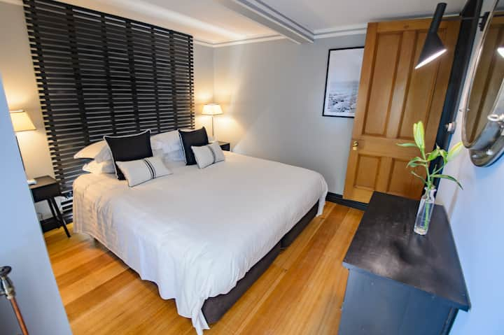 Enchanting Harbourmaster Apartment Central Russell