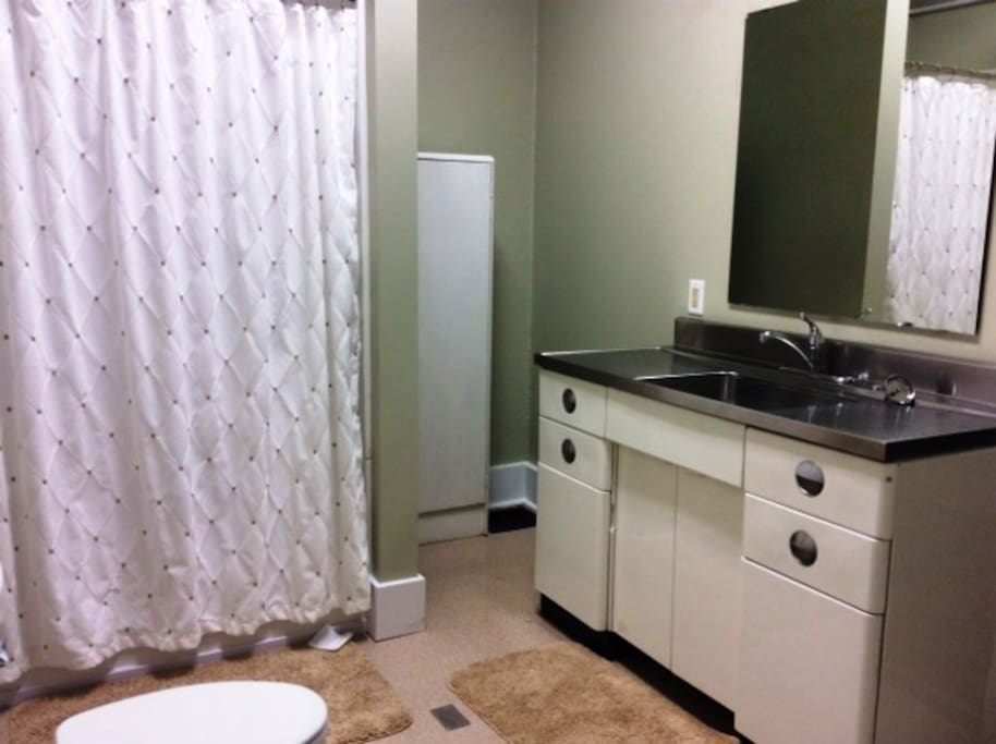 Full bath adjoins & is shared w/1 other guestroom if occupied.