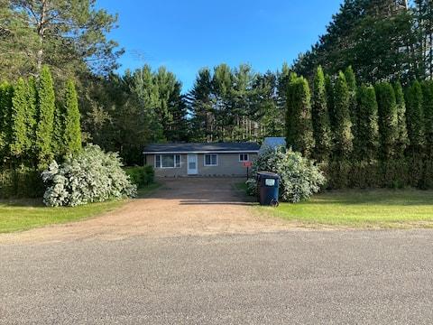 Quiet Cottage near Castle Rock Lake